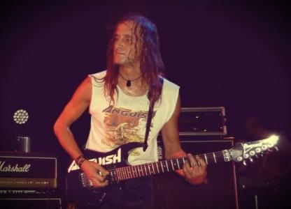 LUCK AZ - guitar 9