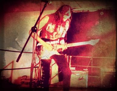 LUCK AZ - guitar 8