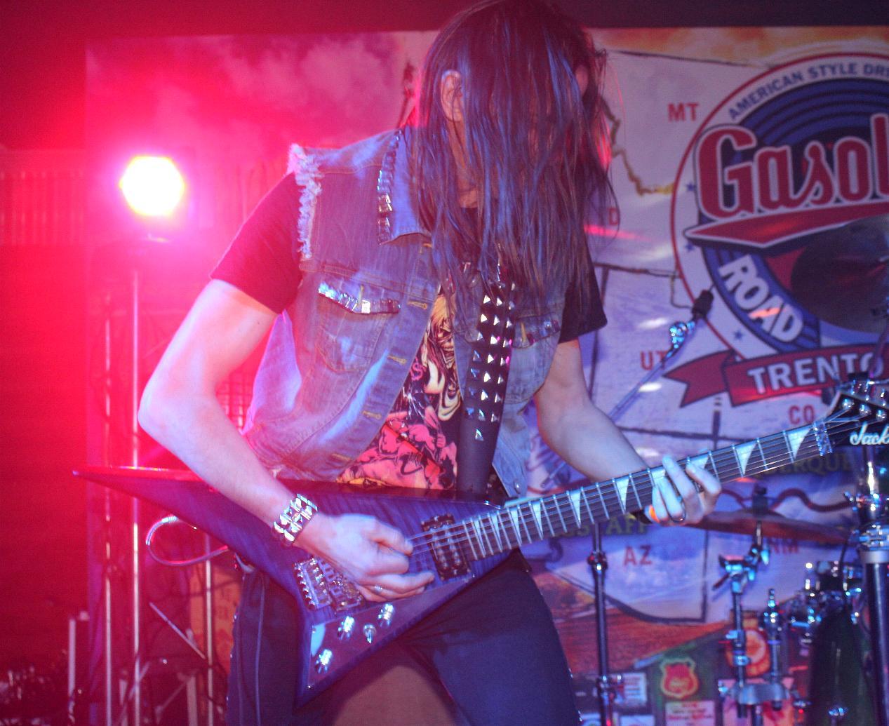 LUCK AZ - guitar 66
